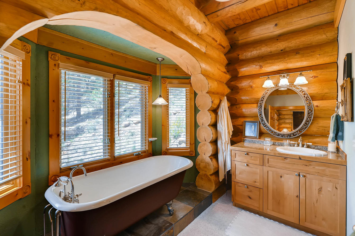 There is a claw foot tub with windows to let in lots of natural light. Soak away your troubles!